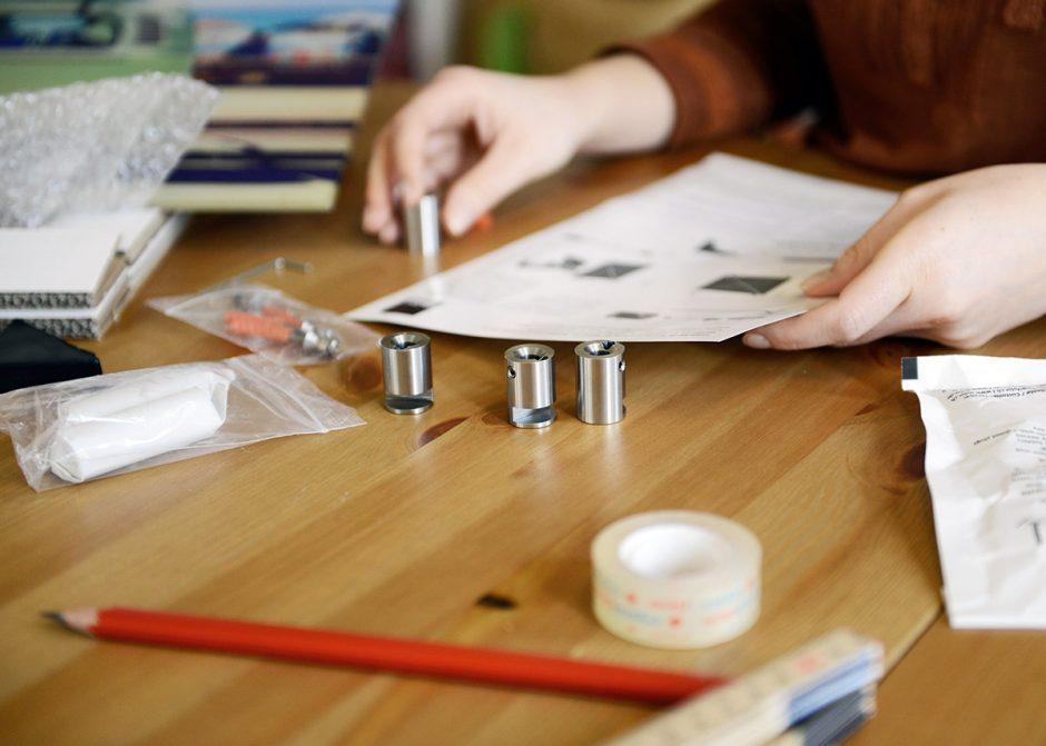 acrylglas aufh ngen anleitung zur wandbefestigung ifolor. Black Bedroom Furniture Sets. Home Design Ideas